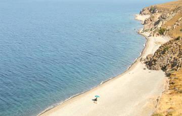 Οι παραλίες τη Εφταλούς